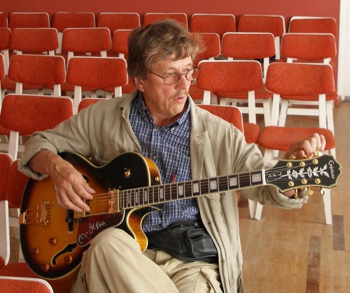 Tiit Paulus Kuressaare Muusikakooli saalis