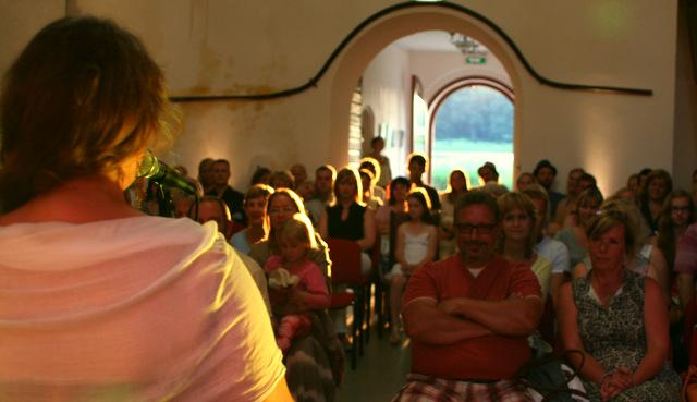 """Hedvig Hanson ja Andre Maaker  """"Puudutus"""" Mooste Viinavabrikus 09. juulil 2014"""