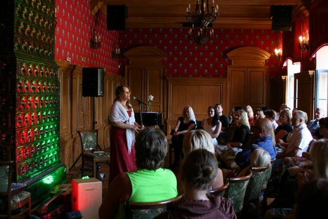 """Hedvig Hanson ja Andre Maaker """"Puudutus"""". Alatskivi loss, 20. juuli 2014."""